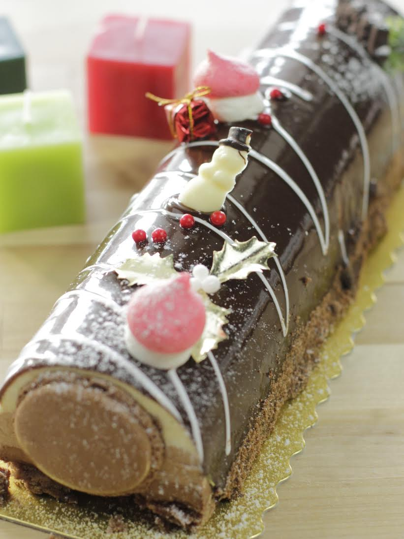 three chocolate buche de noel from douceur de france photo courtesy of douceur de france - Decoration Buche De Noel